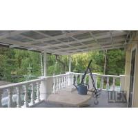 Навес на балконе с сотовым поликарбонатом