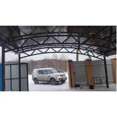 Большой арочный навес для машин с поликарбонатом