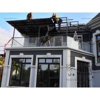 Односкатный навес на балконе с монолитным поликарбонатом