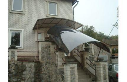 Навес над ступенями с поликарбонатом