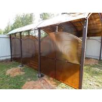 Арочный навес с зашивкой стен сотовым поликарбонатом