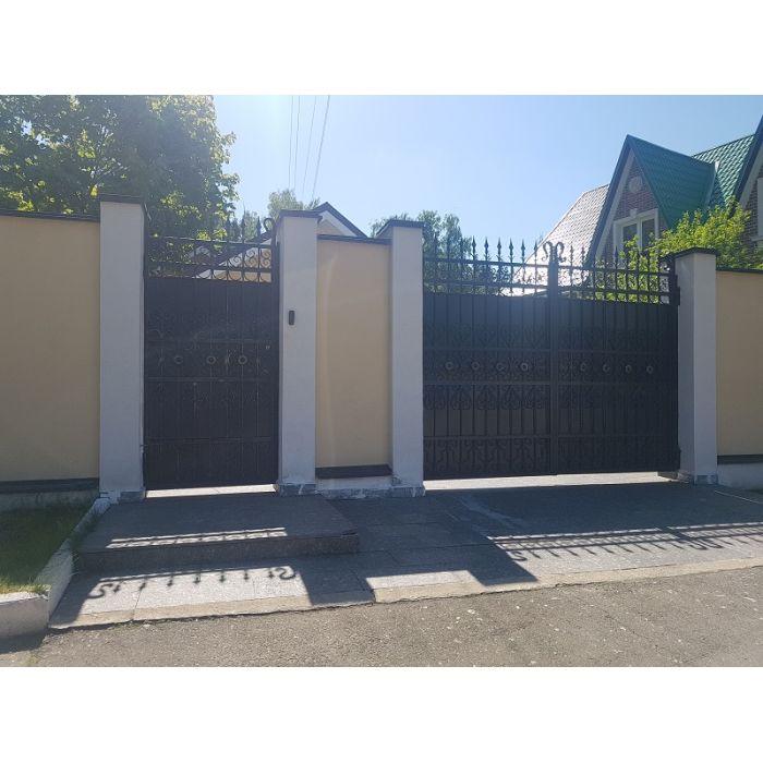 Въездные распашные ворота с зашивкой и ковкой