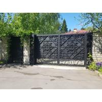 Распашные ворота с ковкой и зашивкой