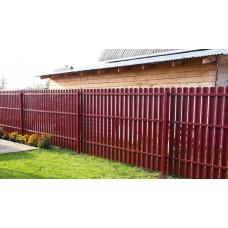Забор металлический.