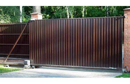 Откатные ворота с зашивкой профильным листом
